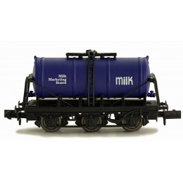 2F-031-007 N Gauge 6 Wheel Milk Tanker   MILK MARKETING BOARD