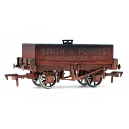 4F-032-008  OO Gauge Rectangular Tank Smith & Forrest Weathered