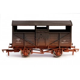 4F-020-004 OO Gauge Cattle Wagon GWR 13824 Weathered