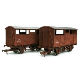 4F-020-028  OO Gauge Cattle Wagon Twin Pack BR B893520 & B893320 Weathered